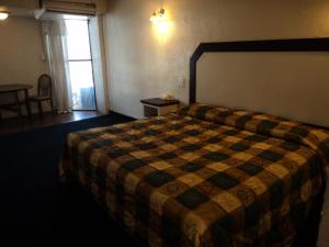 A bed or beds in a room at Hotel San Luis de Nogales
