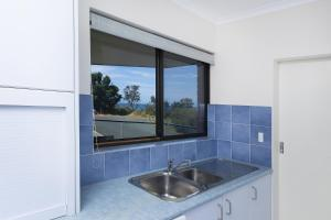 A kitchen or kitchenette at Ocean Crest 10