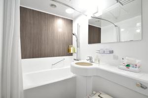 A bathroom at Kichijoji Tokyu REI Hotel