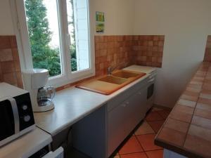 A kitchen or kitchenette at La Grange 9