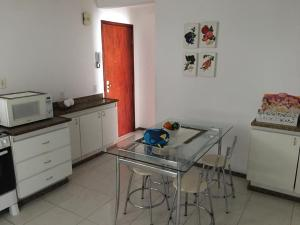 A kitchen or kitchenette at Excelente apartamento 3 quartos gigante, otima localizacao
