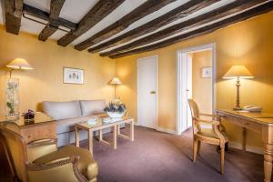Zona de estar de Hôtel la Residence Du Berry