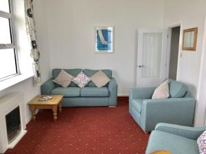 A seating area at Sunningdale Apartments