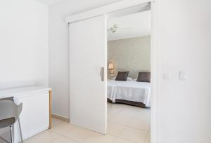 Een bed of bedden in een kamer bij Mirador Maspalomas by Dunas
