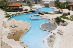 Uma vista da piscina em Oasis 9, J.E. Irausquin 242 ou nos arredores