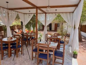 A restaurant or other place to eat at Anka Hostel