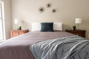 A bed or beds in a room at Gem of Uptown @ Nightlife 2BR + Balcony + Parking