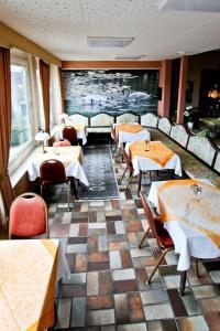 Ein Restaurant oder anderes Speiselokal in der Unterkunft Waldhotel Stein