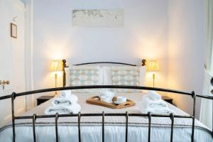 A bed or beds in a room at Queensberry House B&B
