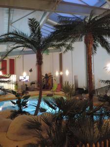 The swimming pool at or close to Résidence Beauvoir le Mont-Saint-Michel (9 gîtes de 2 à 5 personnes)