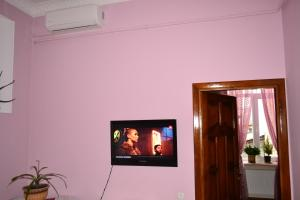A television and/or entertainment center at Apartment on Shevchenka Boulevard