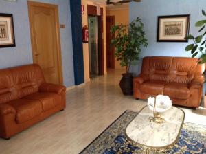 A seating area at Hostal San Froilan
