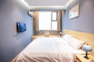 Een bed of bedden in een kamer bij Alley Youth Hostel Xi'an