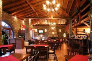 Un restaurant sau alt loc unde se poate mânca la Morfi Hotel