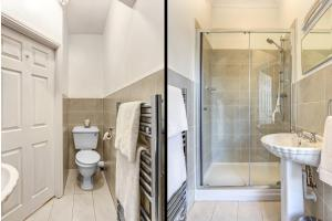 A bathroom at Alexandra Court Hotel