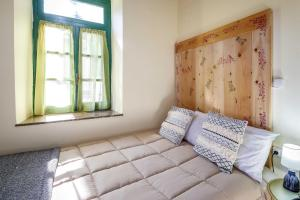 A bed or beds in a room at Kapodistrias Hotel