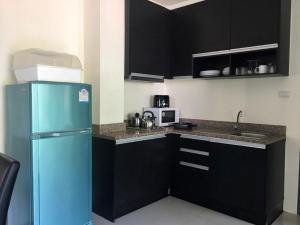 Кухня или мини-кухня в Royal Kamala Phuket
