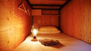 Letto o letti in una camera di BOOK AND BED TOKYO-KYOTO (Female Only)