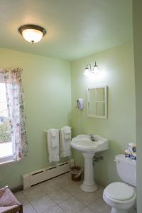 A bathroom at The Bentley Inn