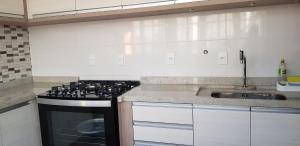 Una cocina o zona de cocina en Cobertura em Centrinho