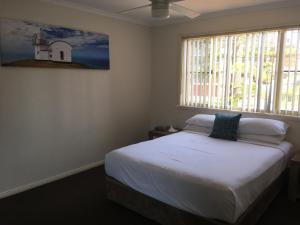 A bed or beds in a room at Town Beach Beachcomber Resort