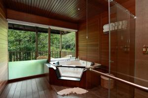 A bathroom at The IBNII - Eco Luxury Resort