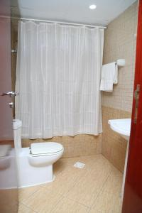 A bathroom at Safari Hotel Apartments - BAITHANS