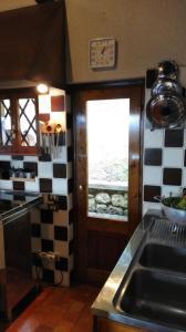 A kitchen or kitchenette at La Rovaia, natura arte e terra del prosecco a pochi minuti da Asolo