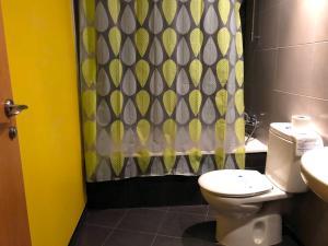 A bathroom at Apartamentos La Solana 3000