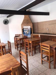 Um restaurante ou outro lugar para comer em Suítes do Cabo - Estrela do Mar