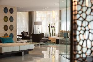 A seating area at Renaissance Barcelona Hotel