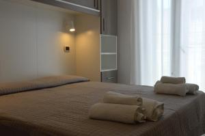 A bed or beds in a room at Hotel Sant'Elena