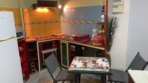 A kitchen or kitchenette at La Vallee