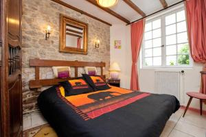 A bed or beds in a room at Gîtes Du Manoir Du Haut Salmon