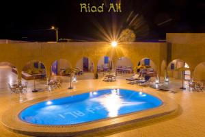 The swimming pool at or close to Hotel Riad Ali