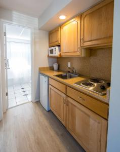A kitchen or kitchenette at The Southwinds