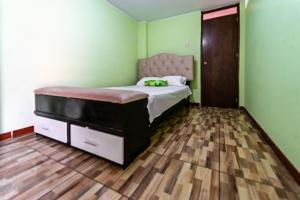 A bed or beds in a room at Minidepartamento Santa Anita