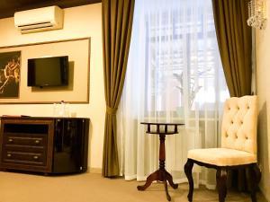 Телевизор и/или развлекательный центр в Отель Бон Ами