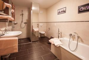 Ein Badezimmer in der Unterkunft FW Rheinblick
