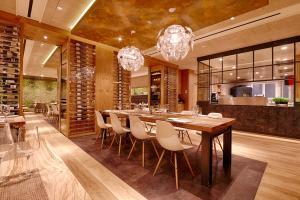 A restaurant or other place to eat at Kaisergarten Hotel & Spa Deidesheim