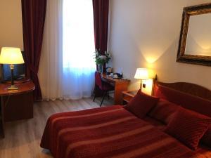 Säng eller sängar i ett rum på Ariston & Ariston Patio Hotel