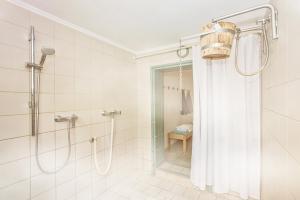 A bathroom at Hotel Nordkap