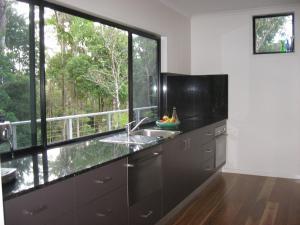 A kitchen or kitchenette at Eagle's Nest