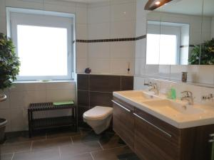 Ein Badezimmer in der Unterkunft Ferienwohnungen Familie Schwarze