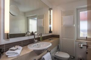 A bathroom at Bavaria Boutique Hotel