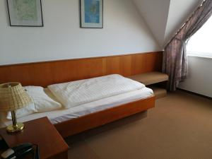 A bed or beds in a room at Brauhotel Jan van Werth