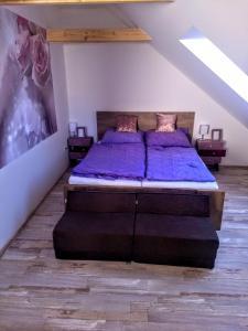 Postel nebo postele na pokoji v ubytování Domek na Betlémě