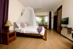 A bed or beds in a room at Mr. Charles River View Lodge