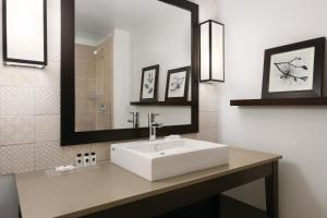 A bathroom at Country Inn & Suites by Radisson, Belleville, ON