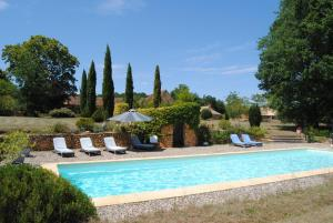 The swimming pool at or close to Domaine de la Charmeraie